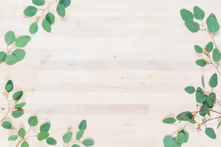 wooden board with leaves Imagens