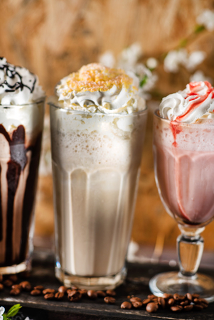 milkshakes with whipped cream 写真素材 - 100800521