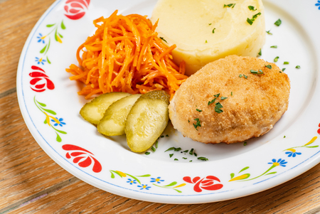 chicken cutlet with mashed potato Imagens