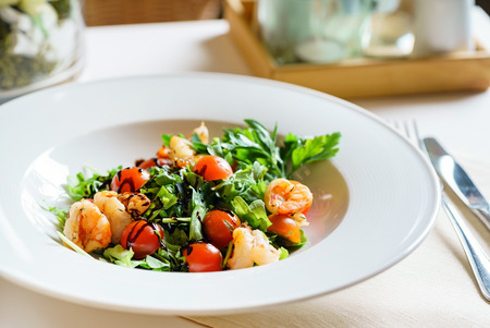 salad with shrimps Banque d'images - 101814227