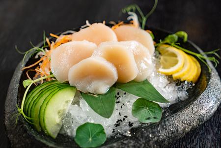 scallop sashimi on ice Stockfoto
