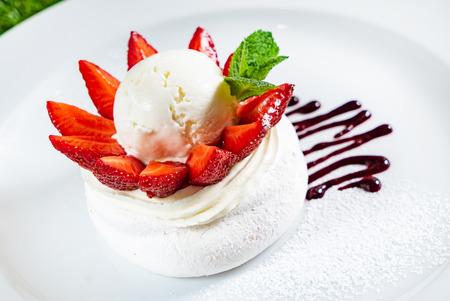 meringue with strawberries