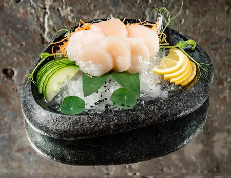 scallop sashimi on ice 写真素材