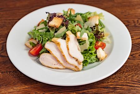 Caesar salad with chicken Stockfoto