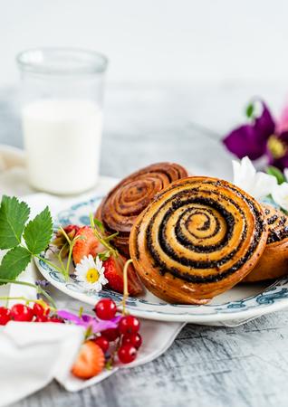 freshly baked cinnamon rolls Stock fotó - 104994633
