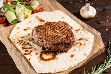 grilled steak with sauce 版權商用圖片