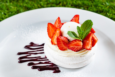 meringue with strawberries
