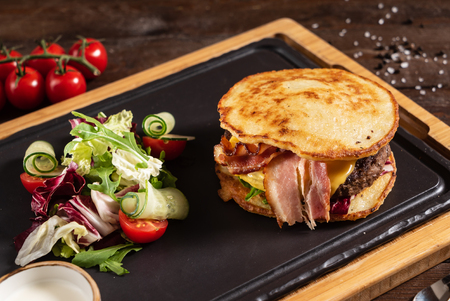 burger from potato pancakes and bacon Standard-Bild - 106362309