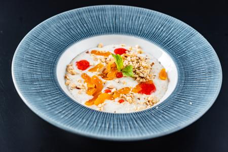 oat porridge with fruits
