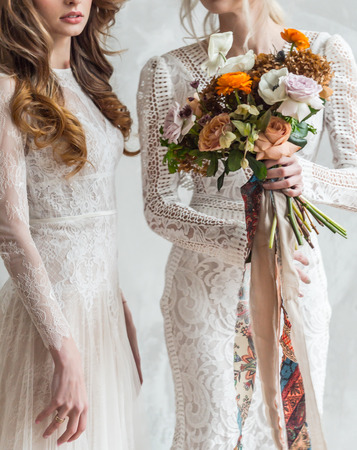 belle mariée avec des fleurs