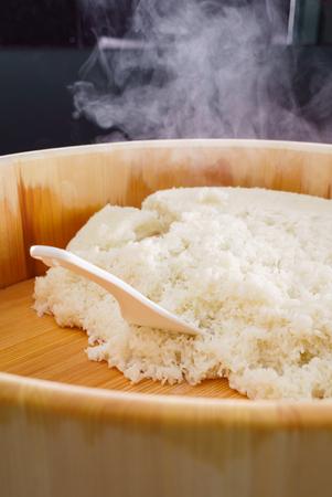 Hangiri sushi rice bowl Imagens