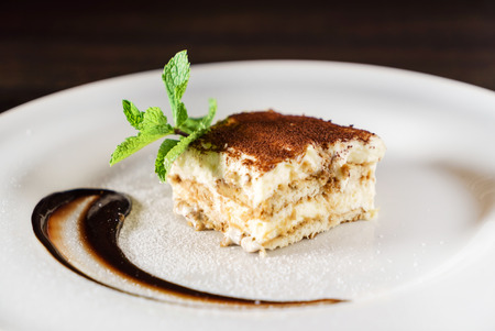 tiramisu cake with coffee 版權商用圖片