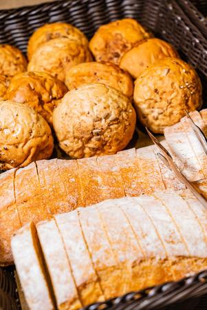 bread in basket 版權商用圖片