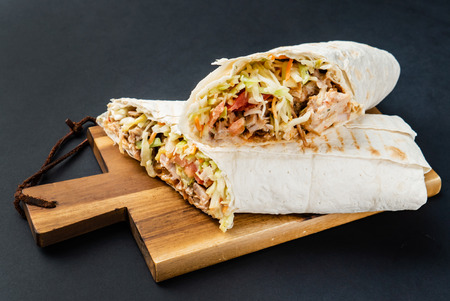 tortilla wrap with chicken Banque d'images - 114515027