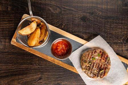 steak with potatoes 版權商用圖片