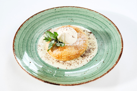 italian donut with ice cream Banque d'images - 113907104