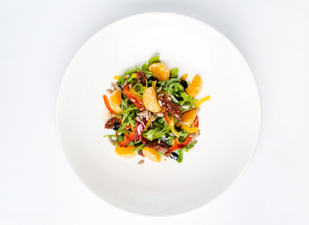 fresh salad with arugula, tomato, pepper and mandarin. - Image Imagens - 115205465