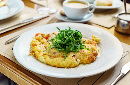omelet with arugula salad in the restaurant Banco de Imagens - 116102618