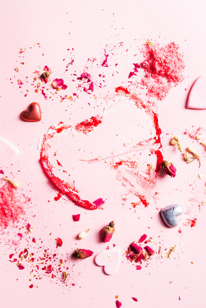 Fruit powder and hearts on the pink 免版税图像