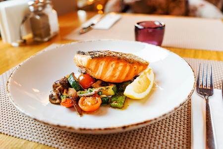 salmon with roasted vegetables, dinner in the restaurant Banco de Imagens