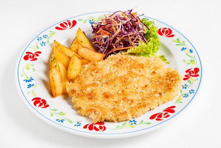 schnitzel and fried potatoes on plate Banque d'images - 119982824