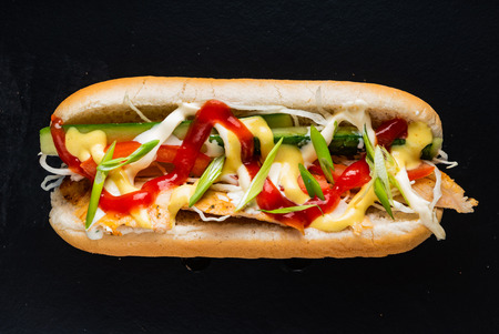 hot dog on the black background Standard-Bild - 119983115