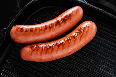 Salsicce alla griglia in padella