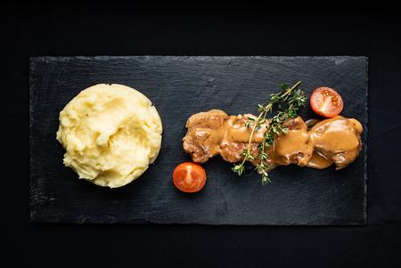 carne con puré de papas