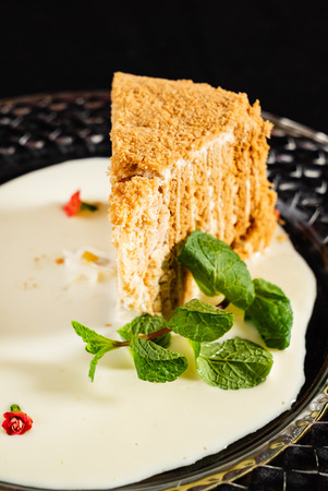 honey cake with mint