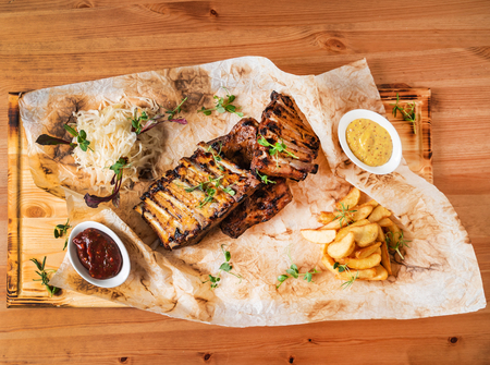 grilled ribs with potatoes and sauce