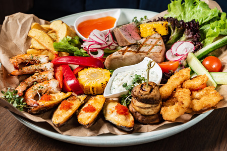 seafood plate on the wooden background 版權商用圖片 - 123768573