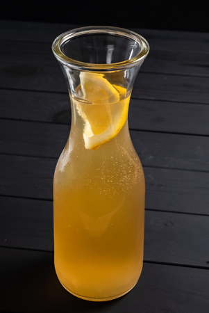 summer lemonade on the wooden background 版權商用圖片 - 123768717