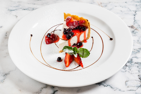 Cheesecake with fresh strawberries and mint