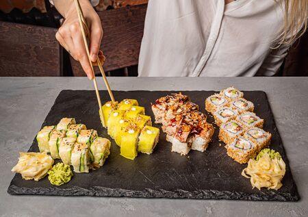 woman eating sushi in the restaurant Banco de Imagens