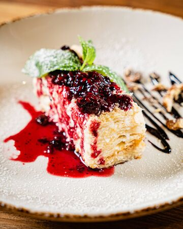 Napoleon cake with berry sauce Archivio Fotografico - 127238111