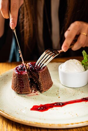 lava cake with berry sauce 스톡 콘텐츠