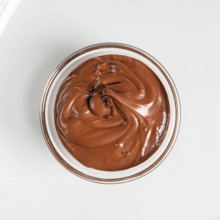 salsa de chocolate en el bol