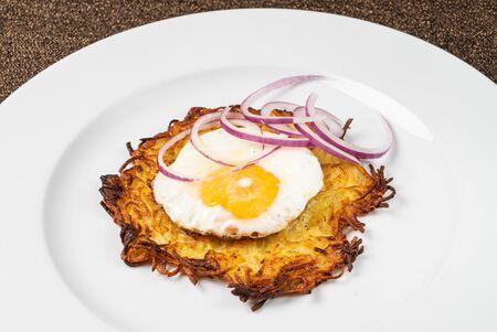 potato pancake on the white plate Foto de archivo - 127869433