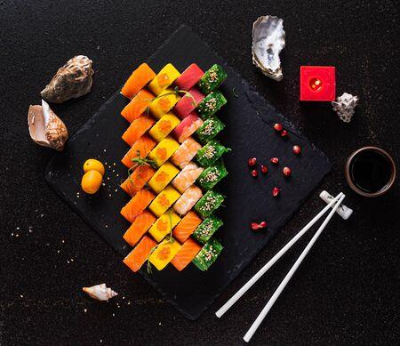 sushi set on the black background 版權商用圖片 - 128582879