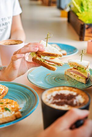 breakfast in the modern cafe 版權商用圖片 - 128582919