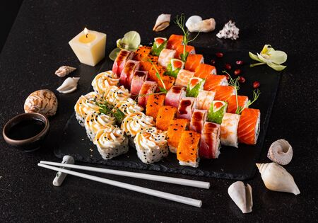 sushi set on the black background 写真素材 - 129455945