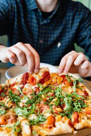 tasty pizza in the pizzeria 版權商用圖片
