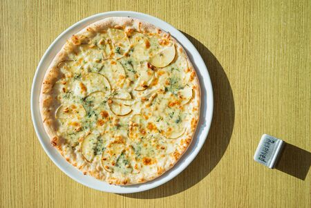 pizza with gorgonzola cheese and pear