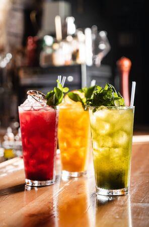 limonade met vers fruit in de bar