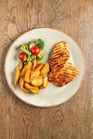 grilled chicken with roasted potatoes 版權商用圖片