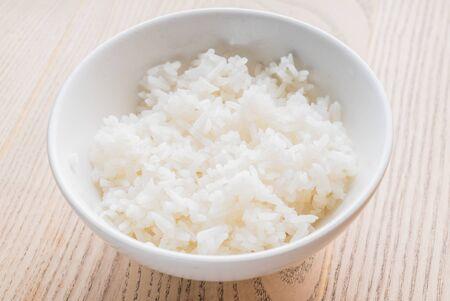 Jasmine rice in white bowl Фото со стока