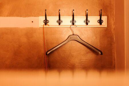 Clothe hanger hanging on wooden Zdjęcie Seryjne - 135580728