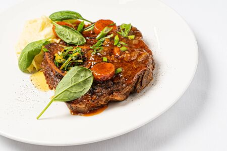 Ossobuco with mashed potatoes and sauce