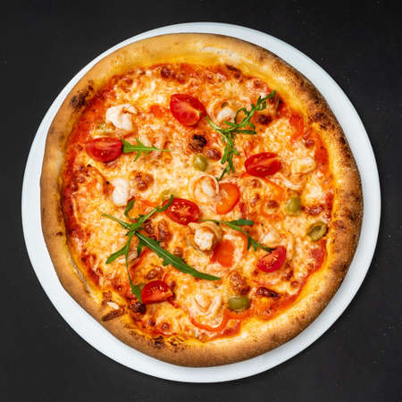fresh italian pizza, top view 免版税图像
