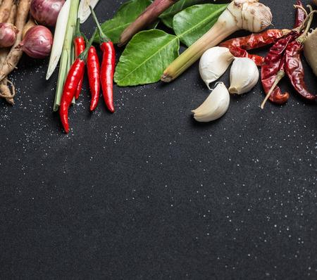 ajo: Hermosa comida tailandesa en el fondo negro